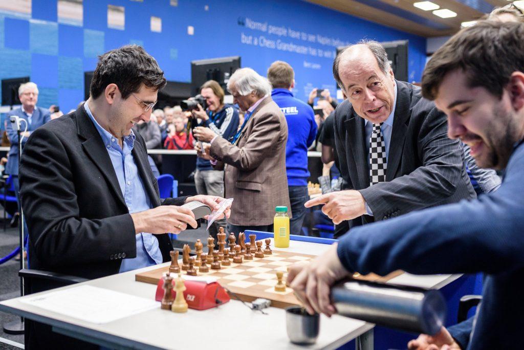 Nepomniachtchi - Kramnik przy szachownicach | Tata Steel Masters 2019