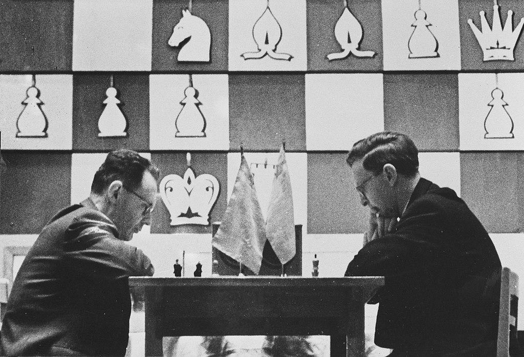 1024px-Botvinnik_vs_Smyslov_1957-04-19